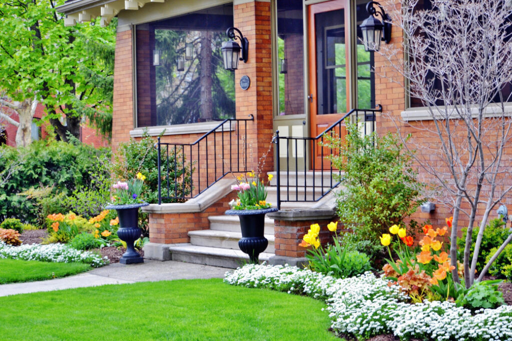 5 Easy Summer Landscaping Tips for Rentals